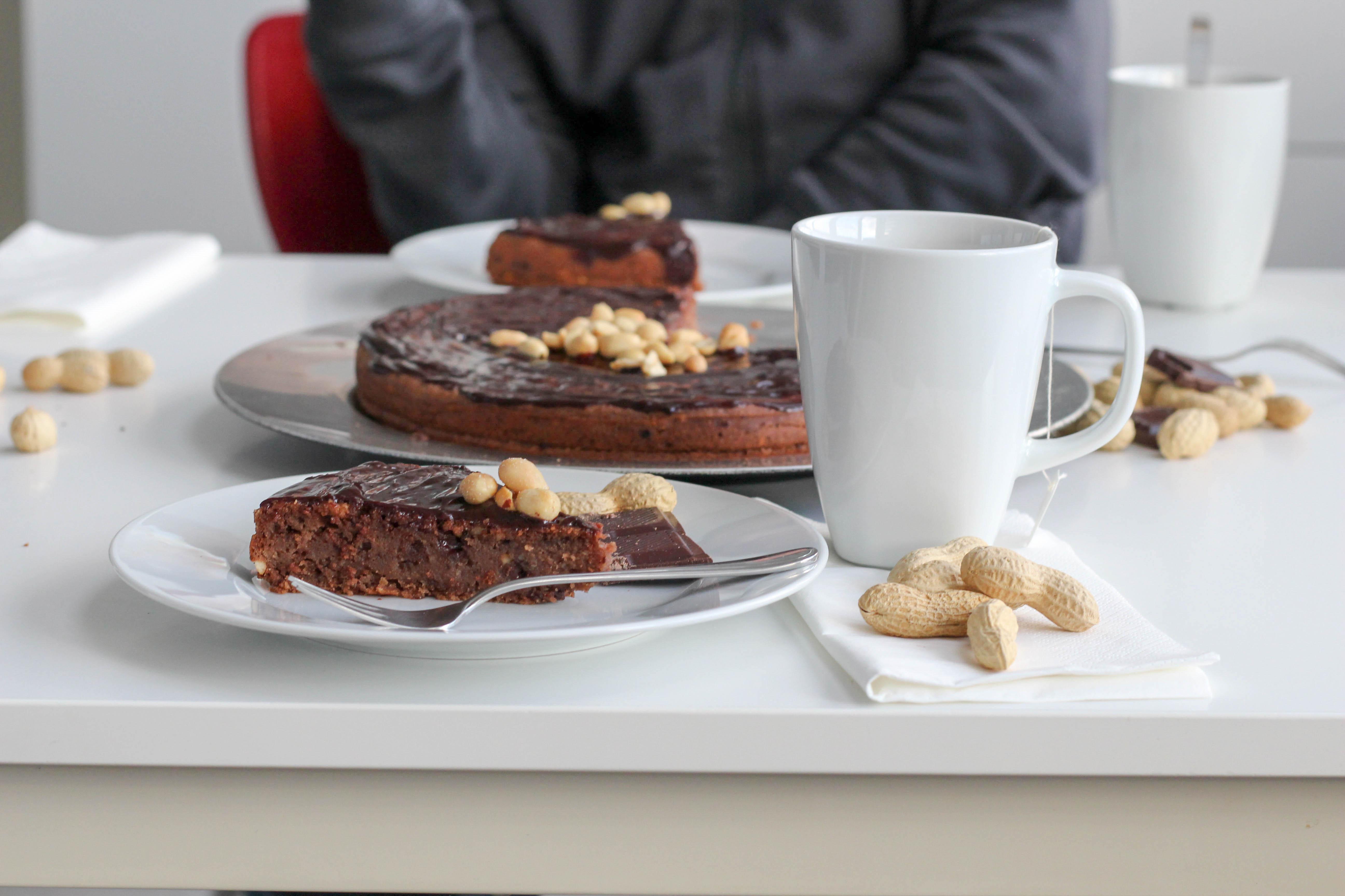 vegan-erdnusskuchen-schokolade-soulfood-homespa-plantbased