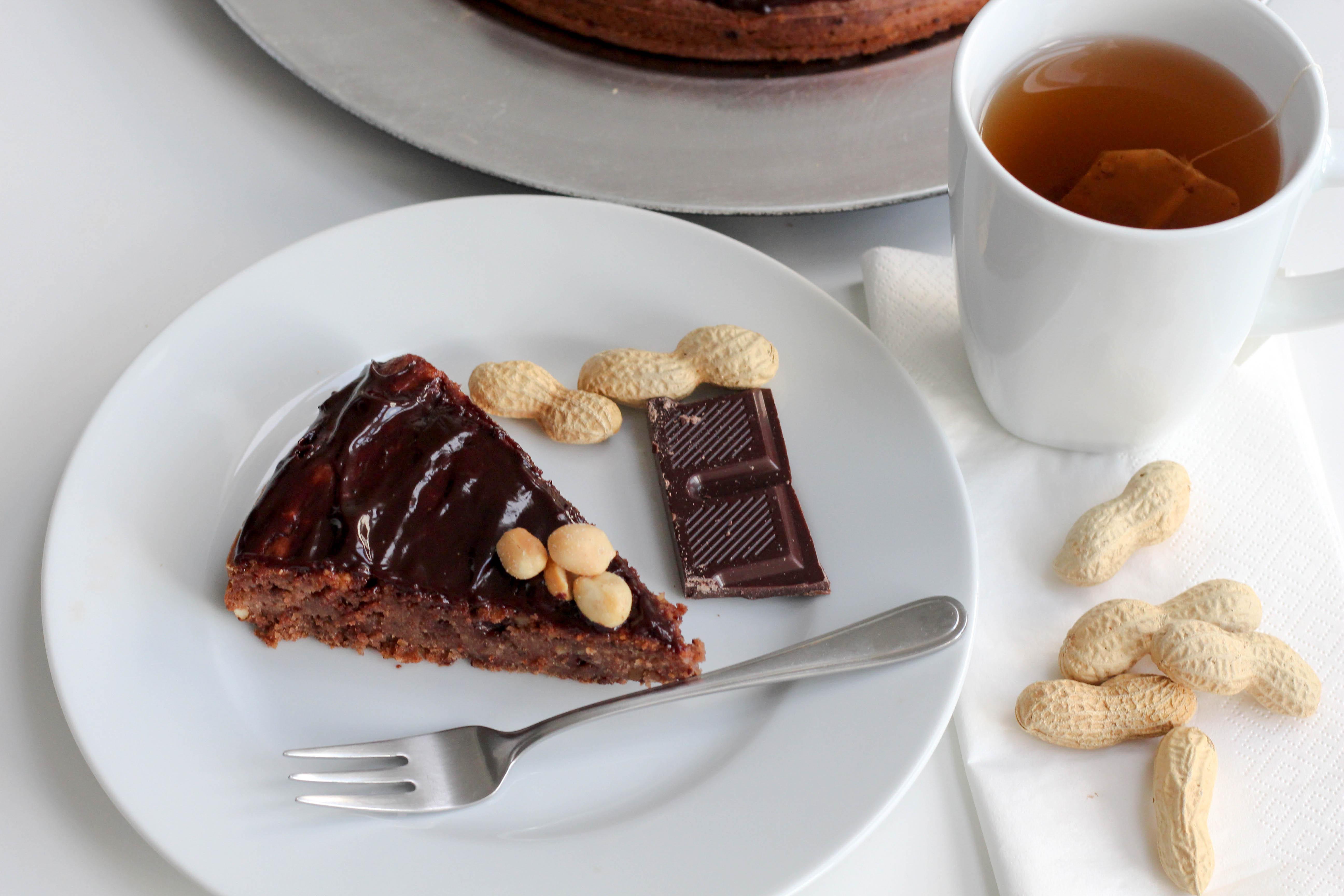 vegan-erdnusskuchen-schokolade-soulfood-homespa-plantbased-1-von-1-6