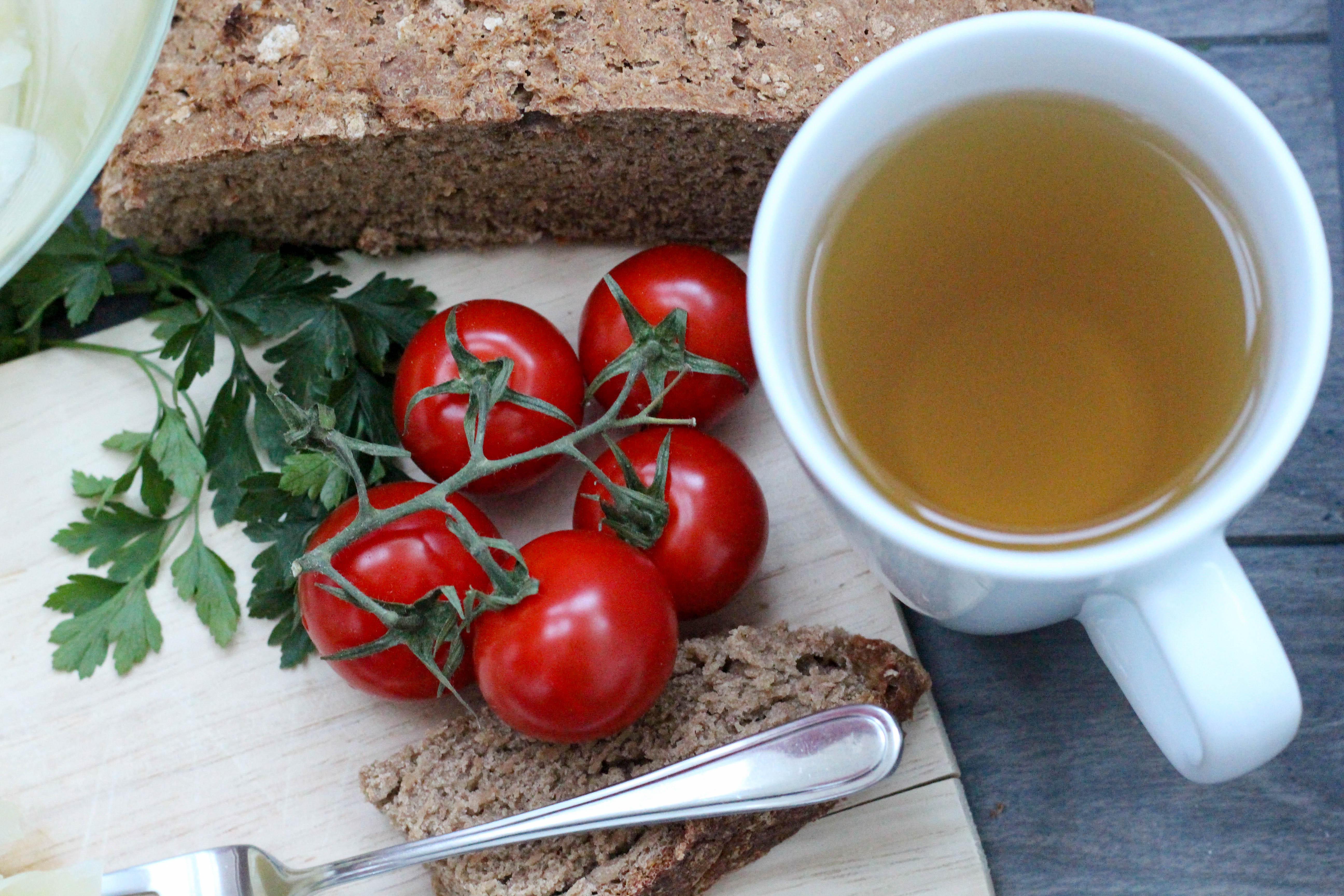 vegan-kohlrabisalat-raeuberstochter-kamillentee-brot-soulfood-homespa-plantbased-1-von-1-2