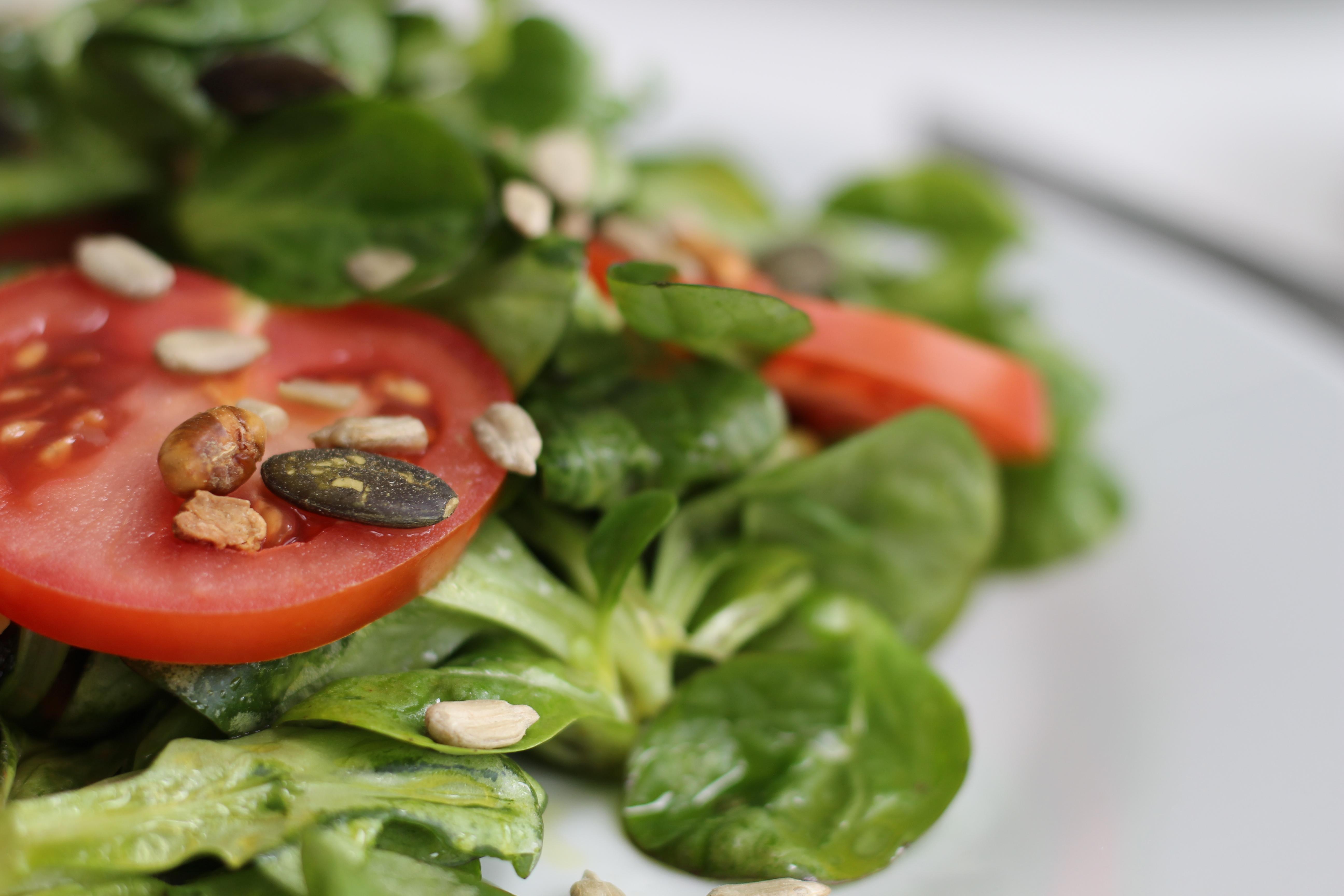Salat mit Nüssen