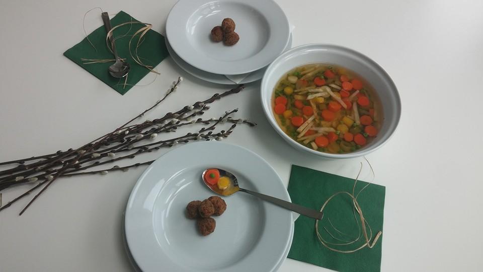 Vegane Palmsonntagsuppe Tischgedeck