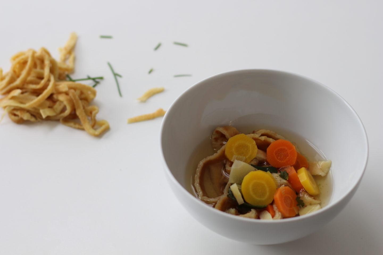 Vegane Suppe mit Frittaten