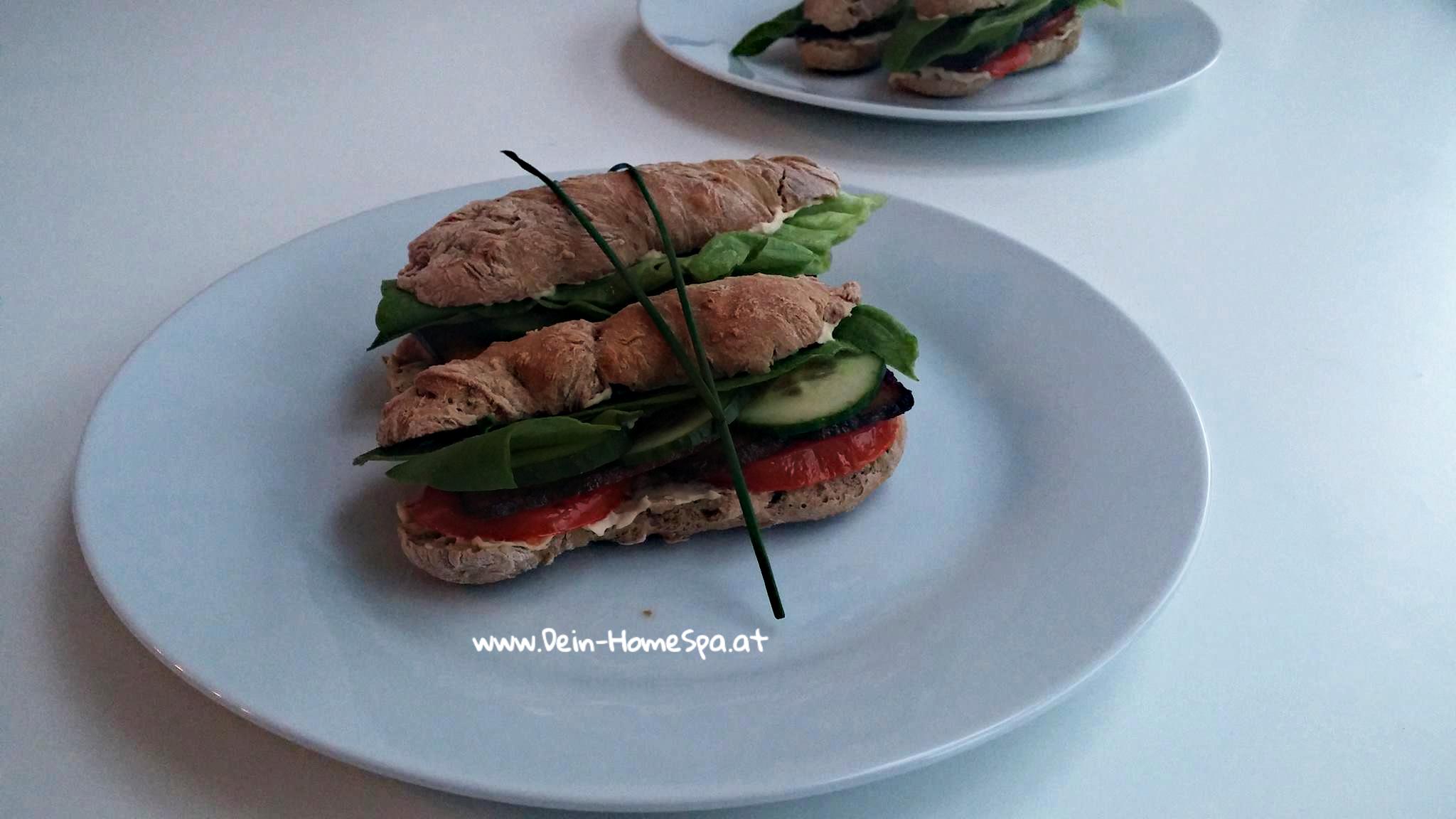 Veganes Stockbrot Sandwich frisch gebacken