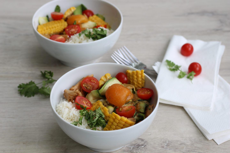 Vegane Reispfanne mit Marillen und Zucchini