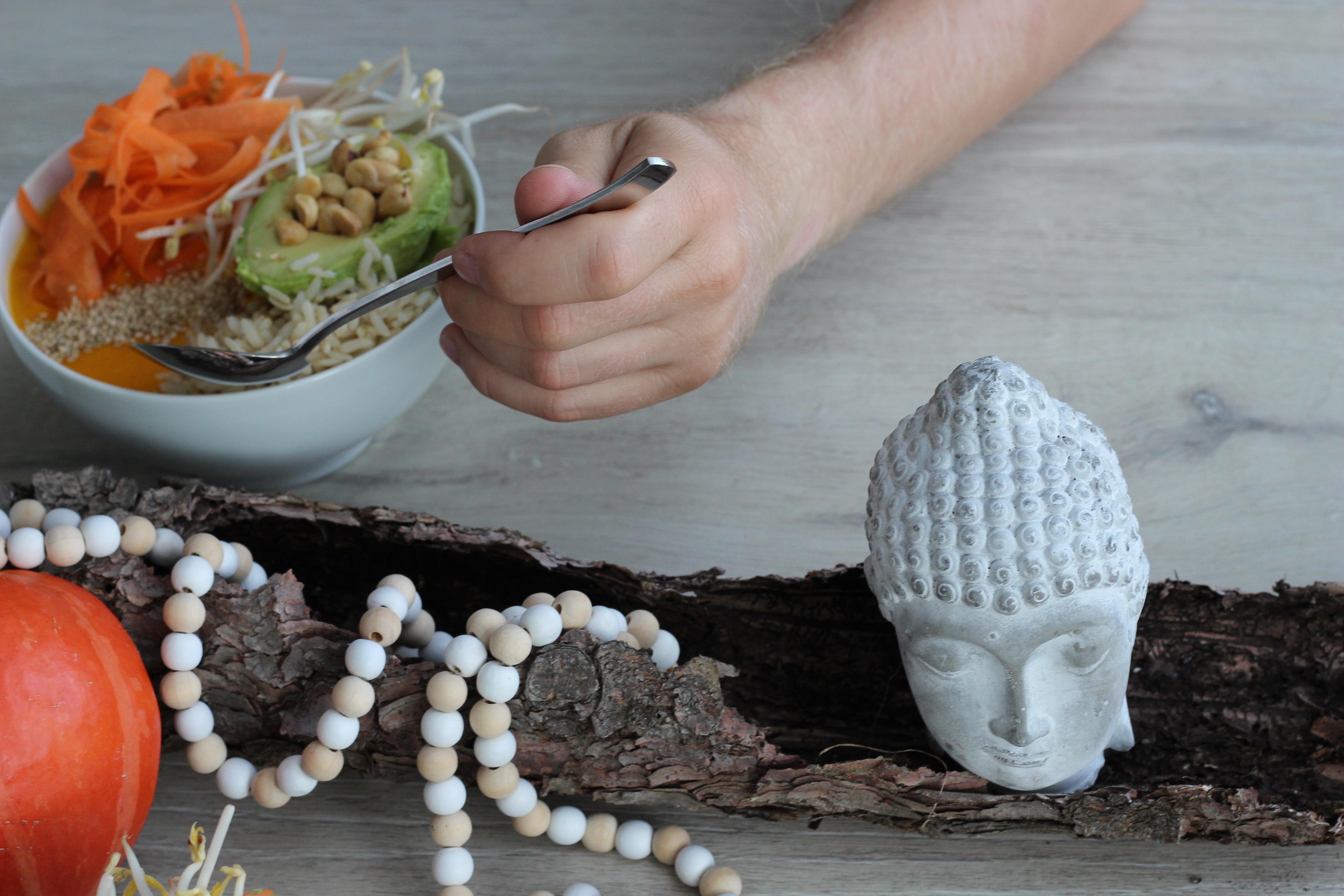 buddha-bowl-dein-homespa-ingwer-kuerbis-sauce