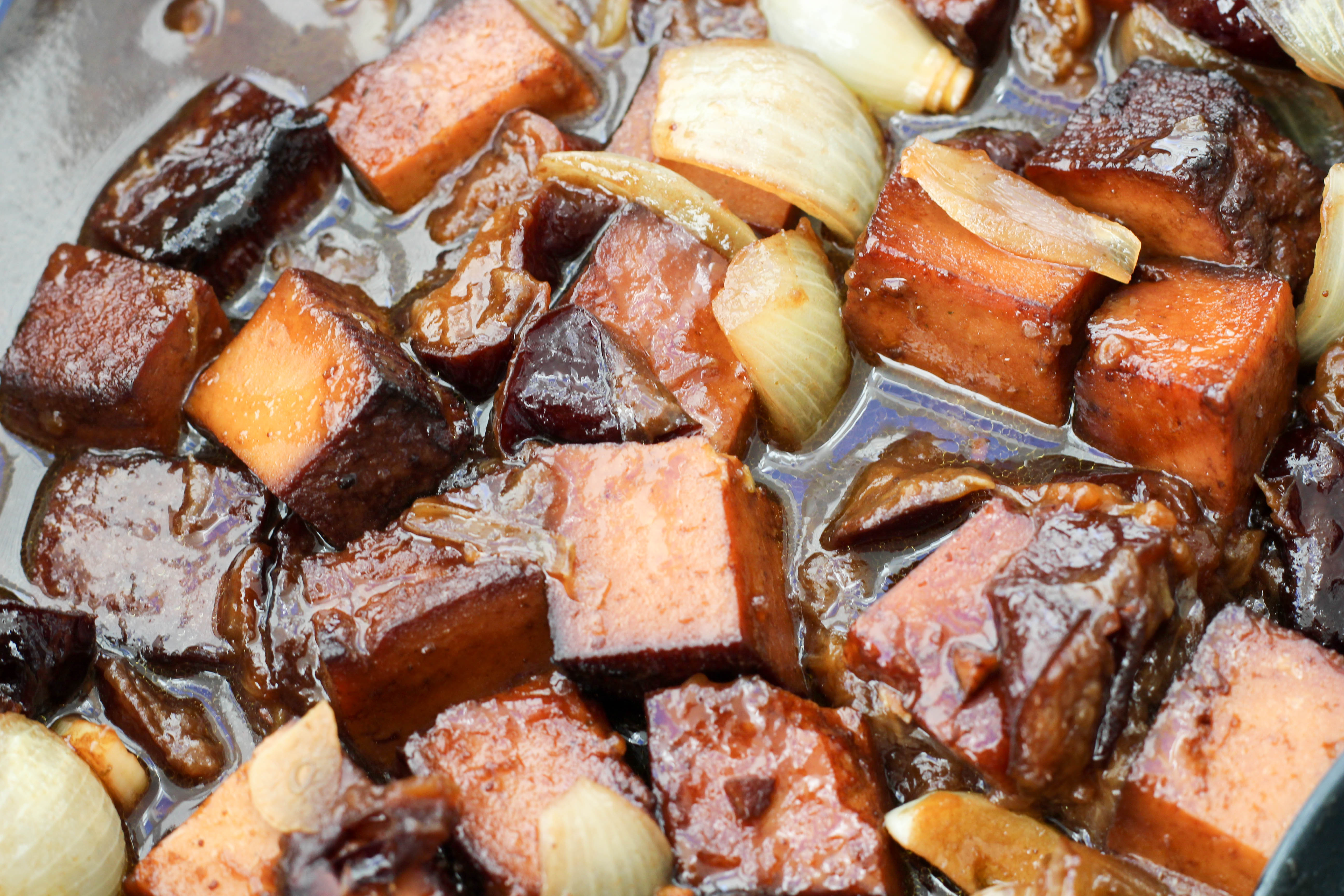vegan-toforagout-pflaumen-weihnachten-advent-kartoffelknoedel-rotkraut-soulfood-homespa-plantbased-1-von-1-5