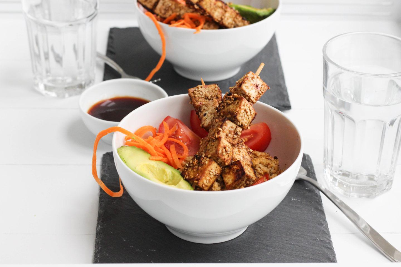 Veganes Couscous Gemüse mit gebratenen Tofuspießen