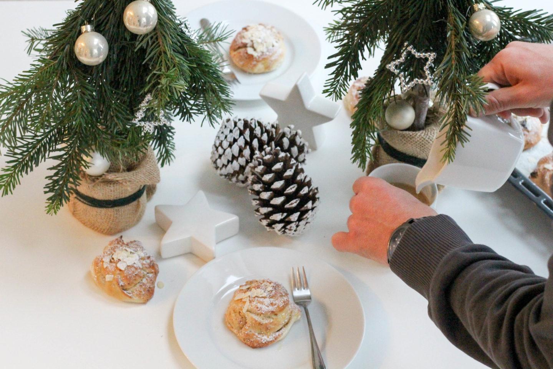 DIY: Wunderschöne Christbaum Tischdeko