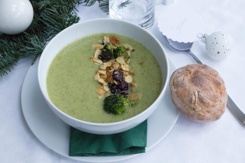 Weihnachtsmenü Vegan.Vegane Brokkoli Cremesuppe Mit Gewürzmandeln