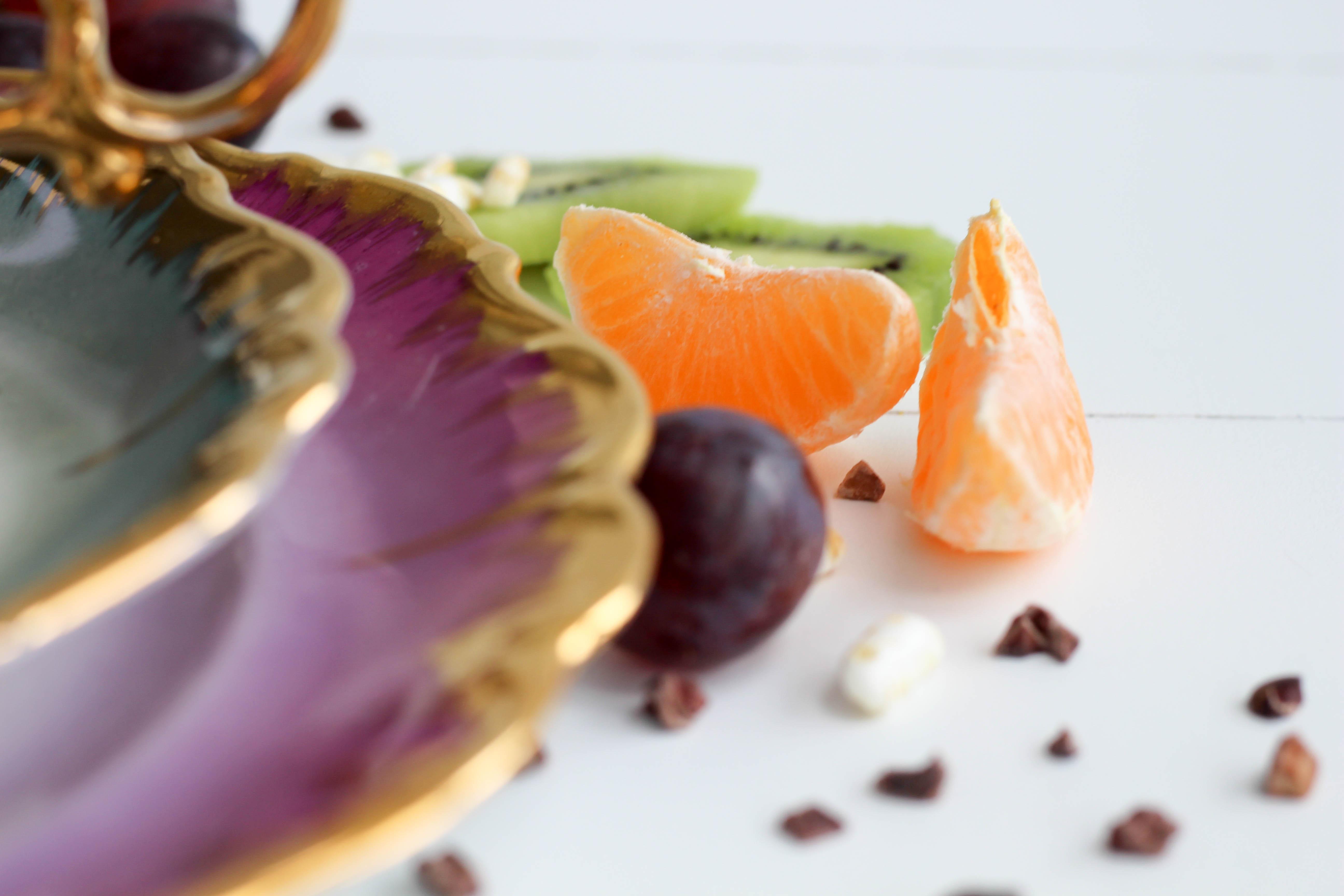 Vegan - Winter - Homespa - Bowl - Weintrauben - Kiwi - Raw - cacao - Tasse - lila - healtyfood