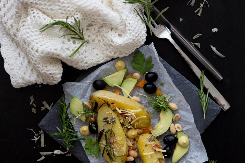 Vegane Sommer Erdäpfel mit Kräuterbutter