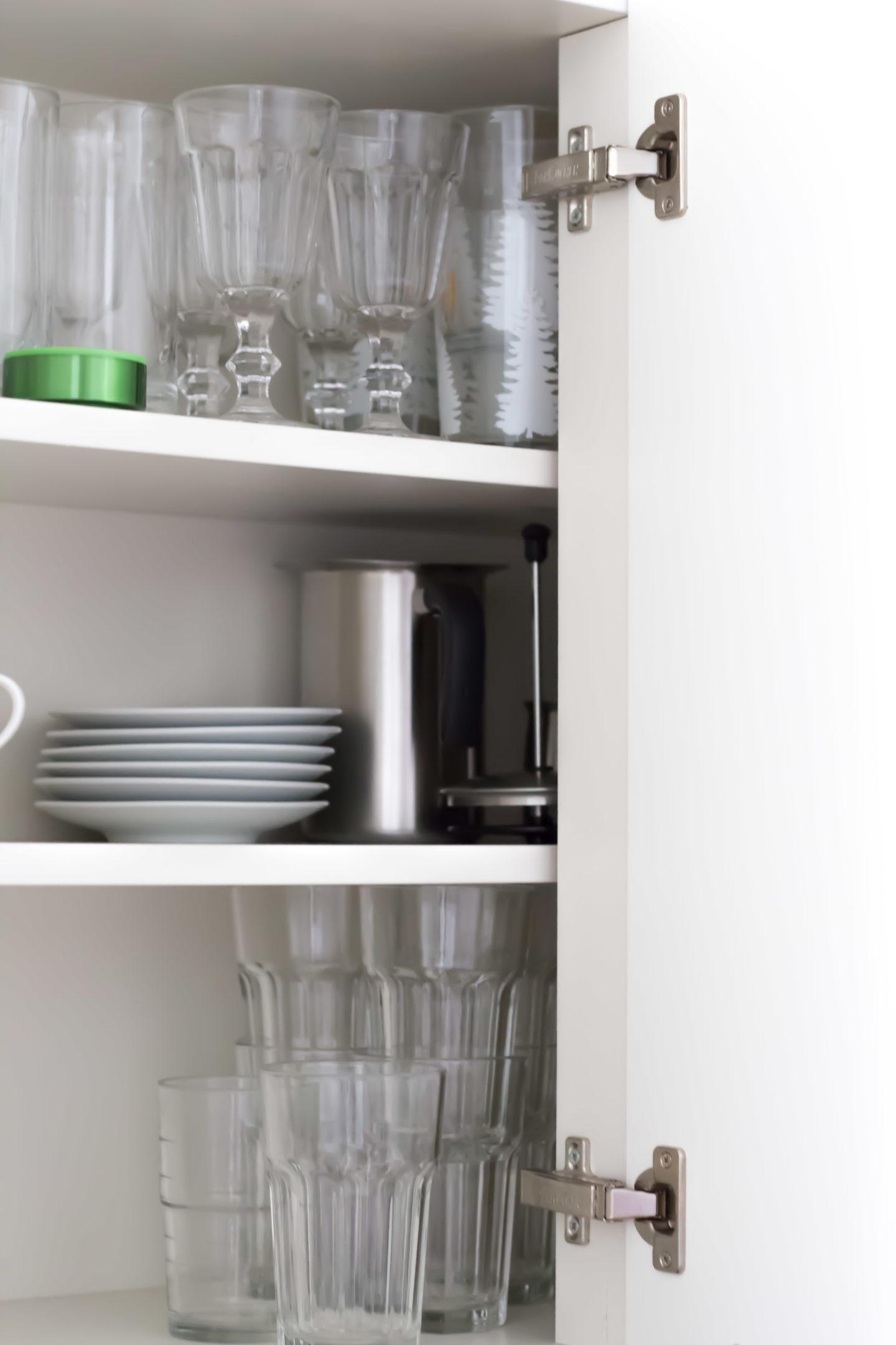 Minimalismus im Geschirrschrank (5 von 16)
