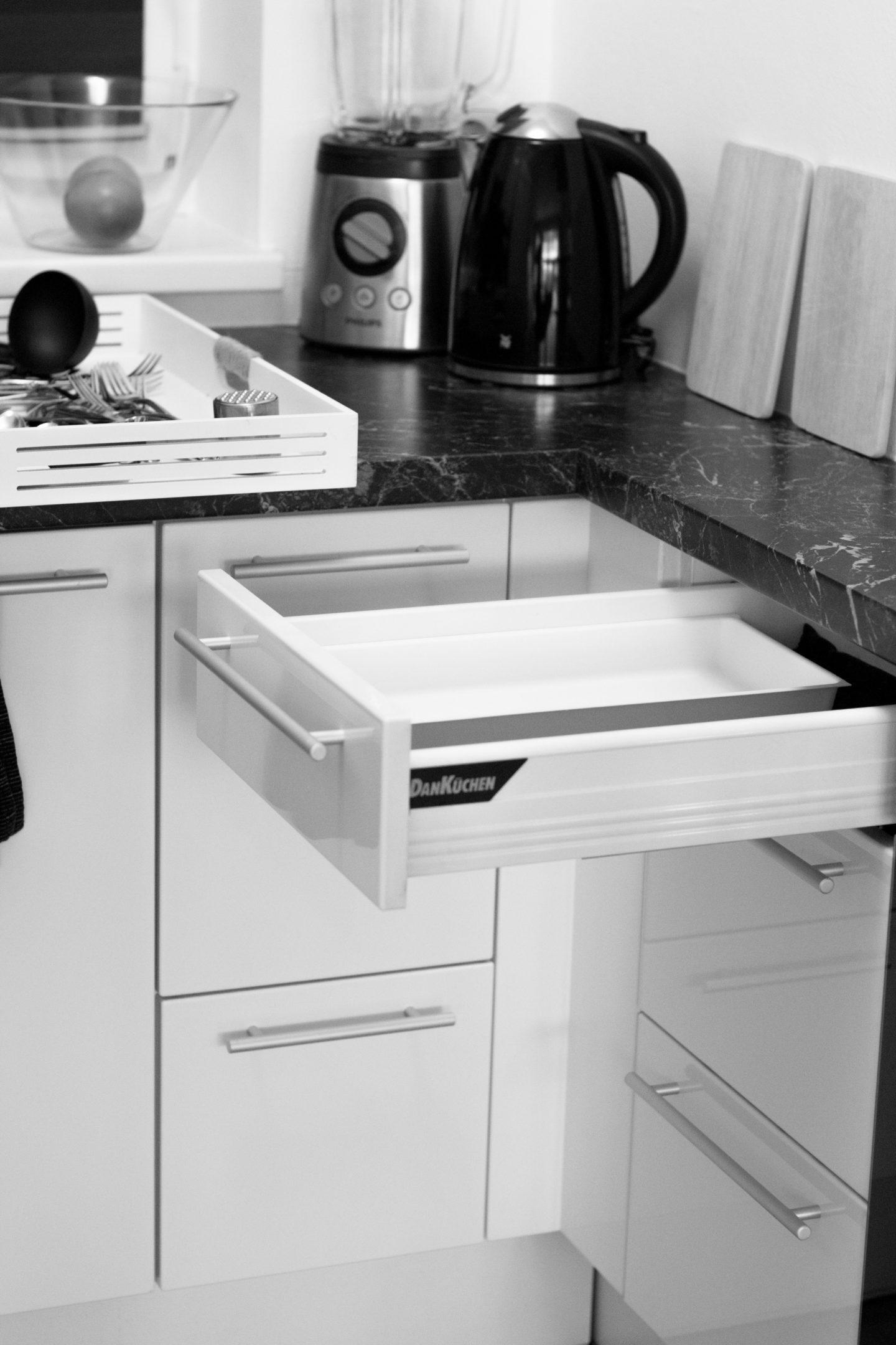 Minimalismus in der Küche – Besteck, Kochlöffel und Messer (2 von 12)