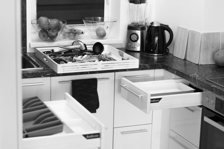 Minimalismus in der Küche – Besteckschubalde