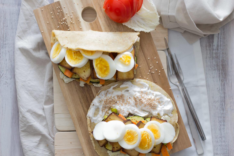 Veganes Omelette mit geröstetem Zucchinigemüse für deinen Osterbrunch!