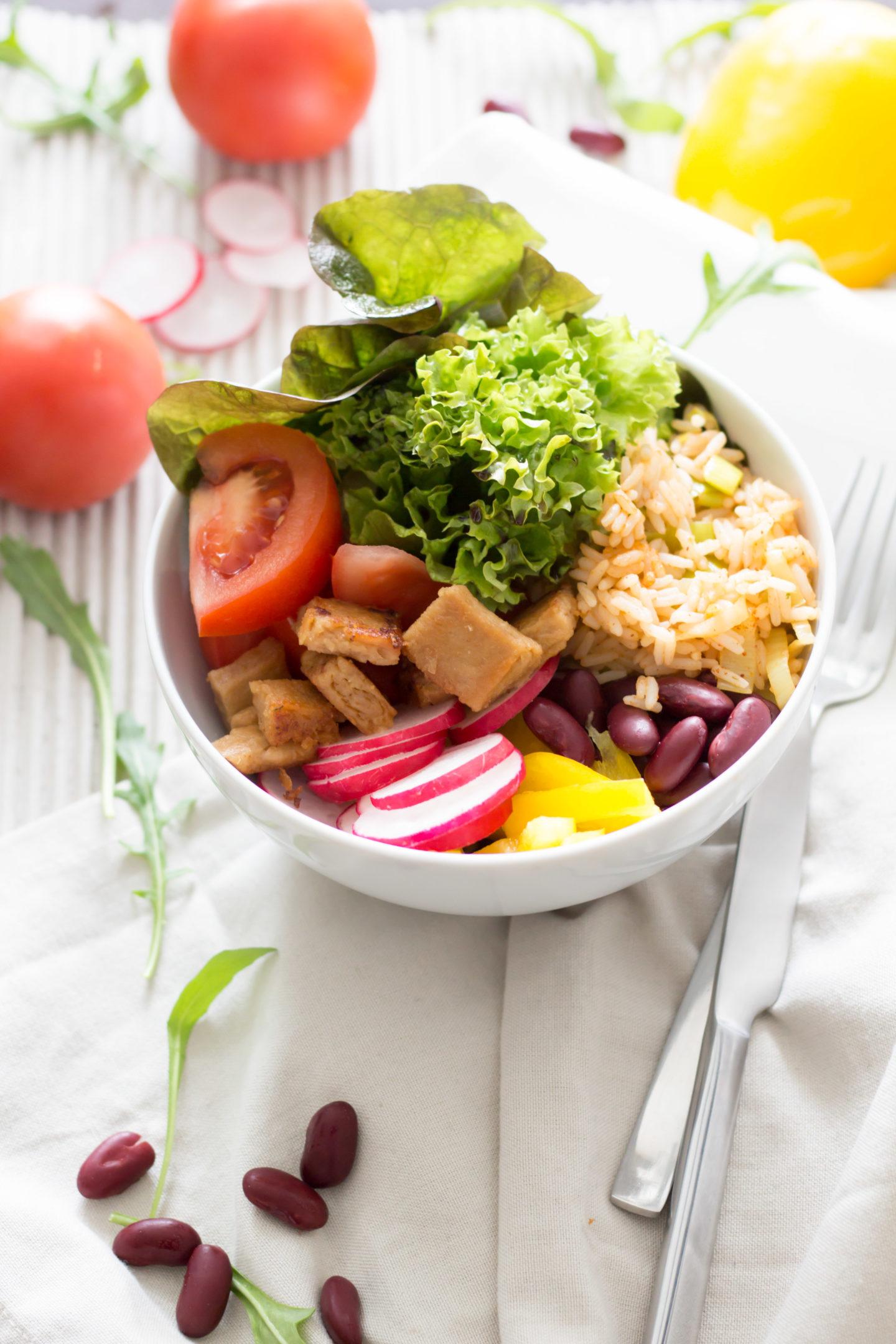 Vegane Reisfleisch Bowl - Die moderne Variante des Klassikers!