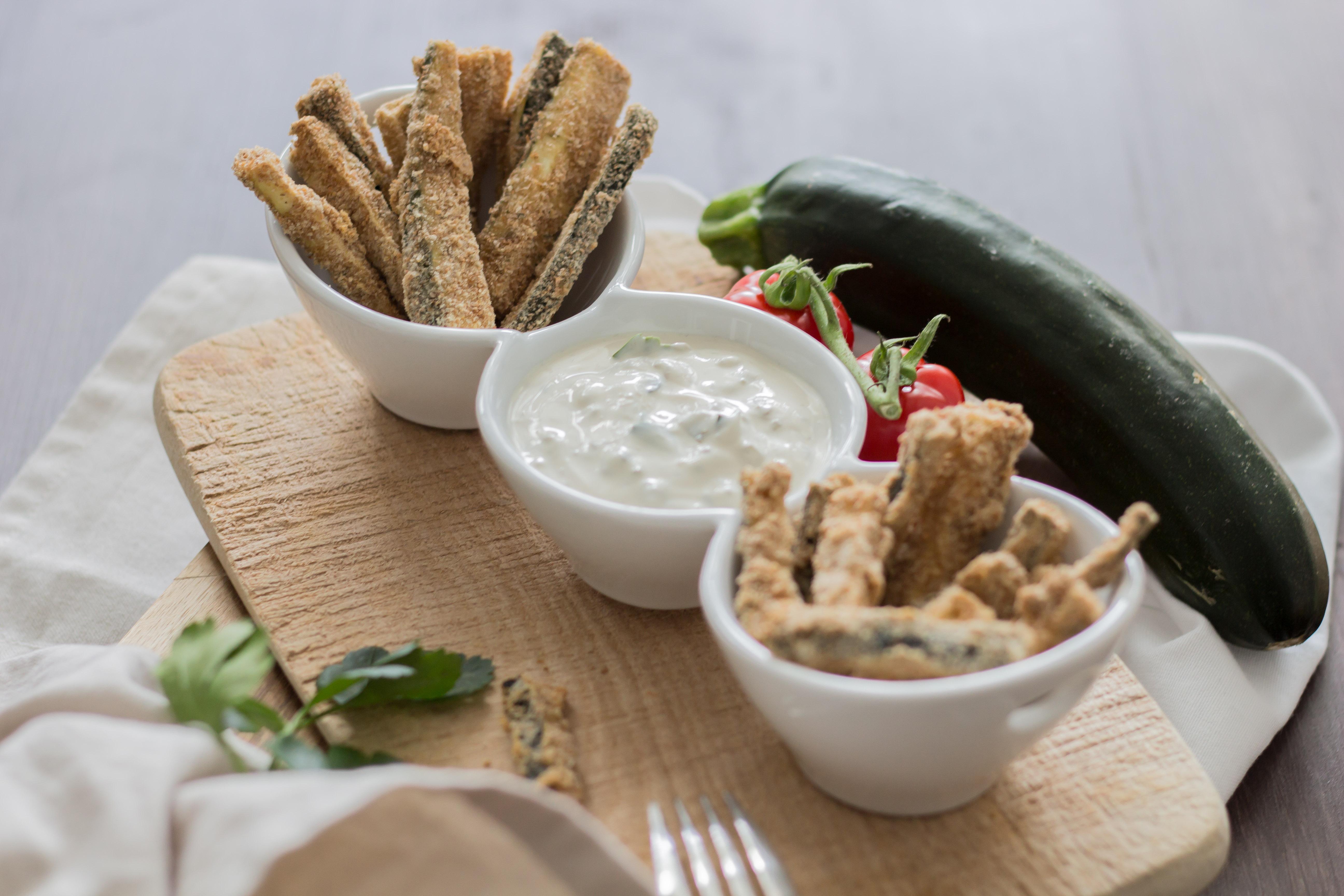 Vegan panierte Zucchini Sticks aus dem Backofen!