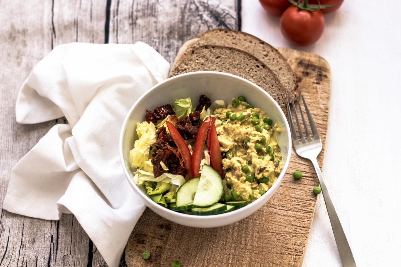 Vegane Eierspeise Bowl mit Tofu und Kala Namak Salz!