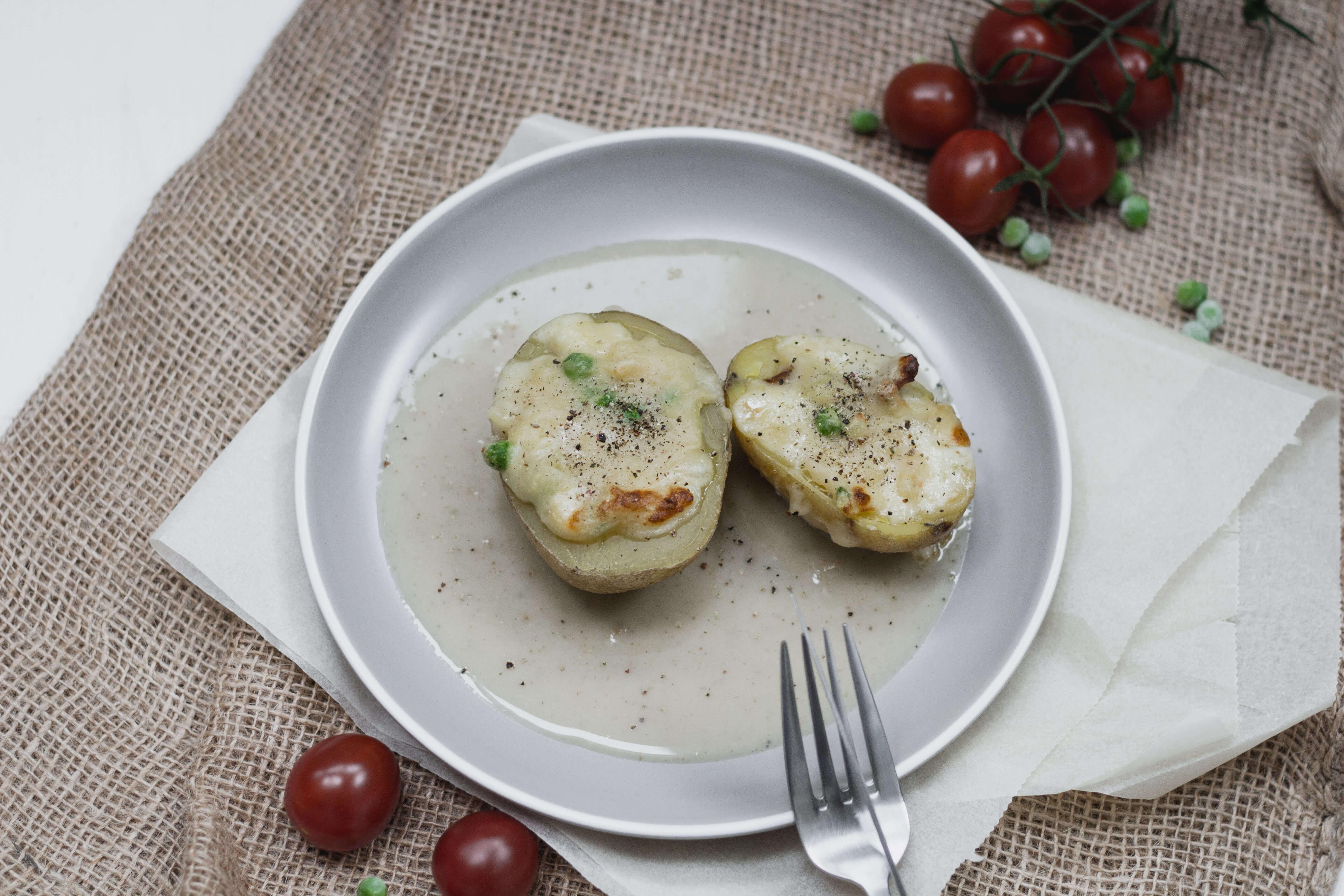 Überbackene Bauernerdäpfel mit veganer Landjäger!