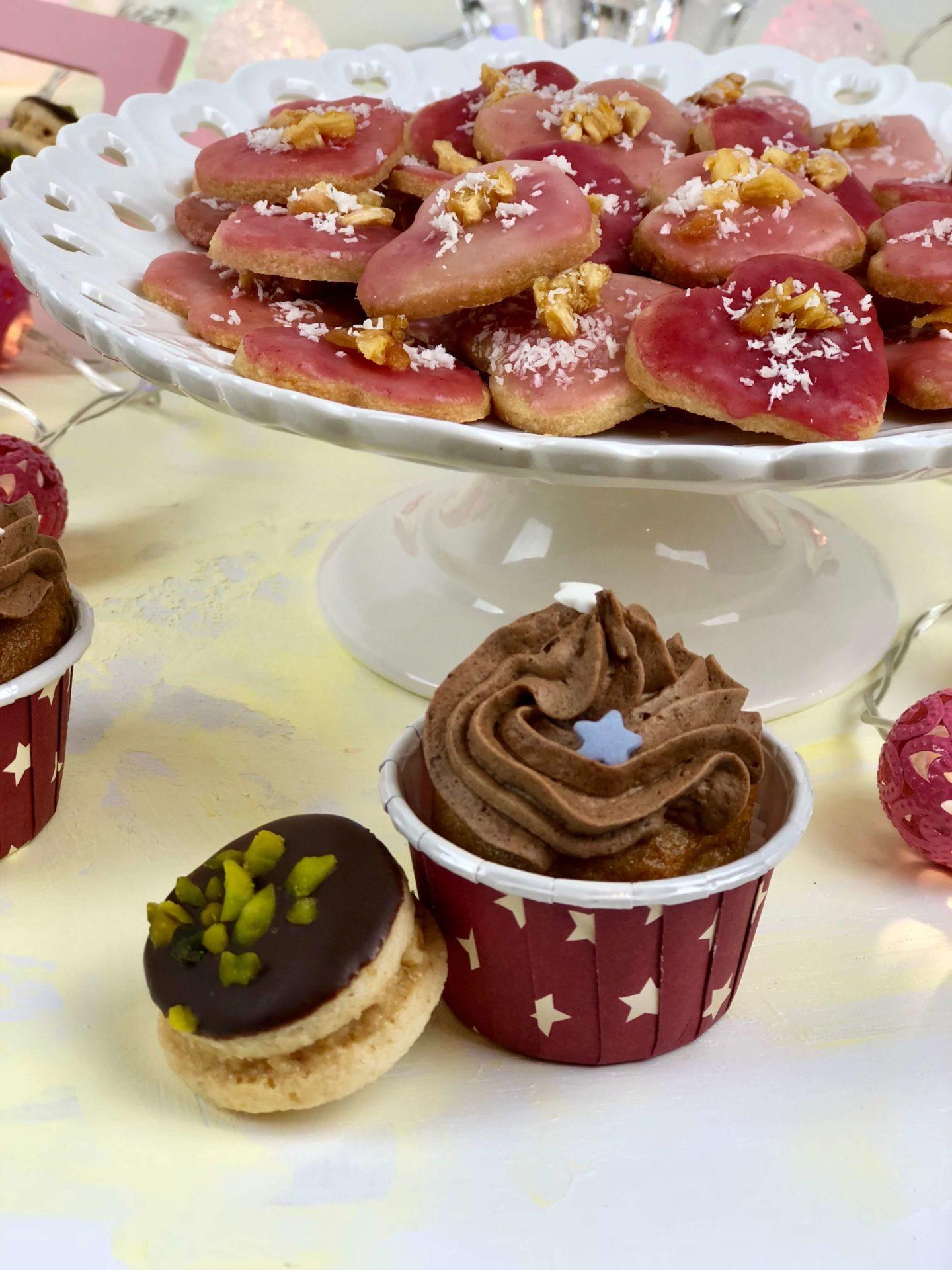 Vegane Marzipan Cupcakes mit Lebkuchenmousse PLUS Ananas-Kokos-Herzen