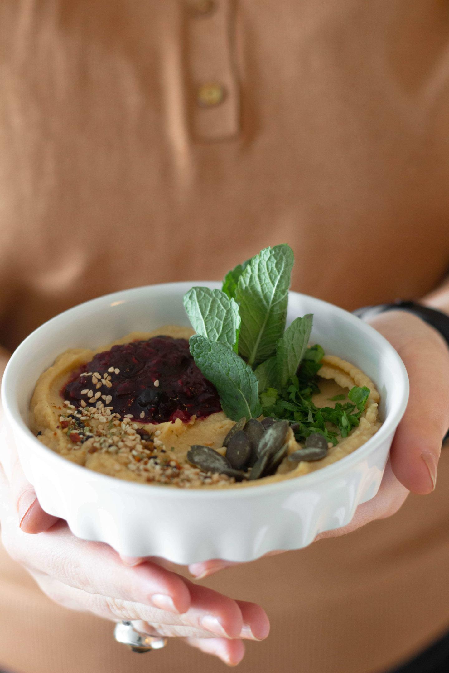 Orientalischer Hummus mit Beeren // Vegan // Glutenfrei