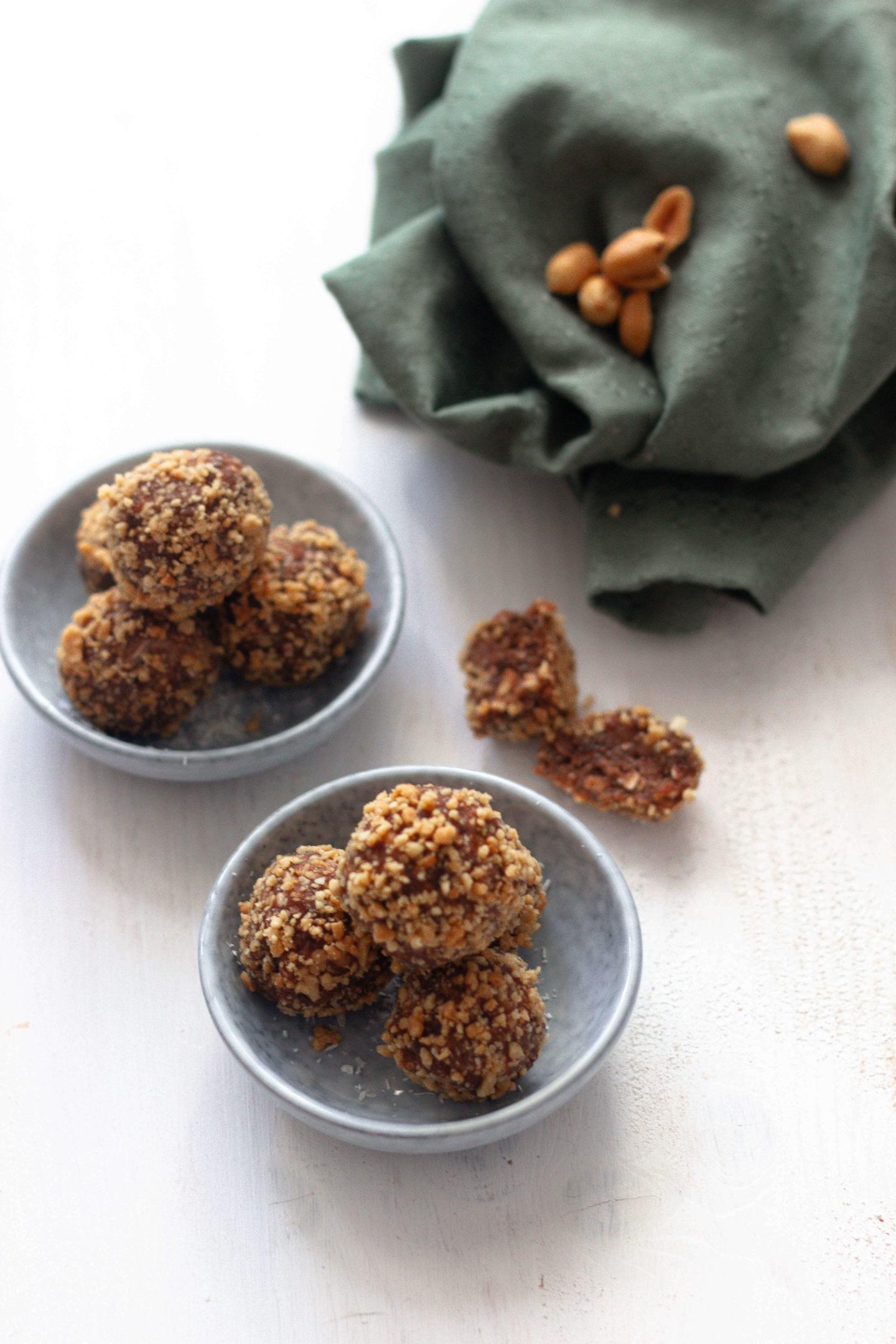 Vegane Erdnuss Schoko Bliss Balls - Energiekugeln- Wandersnack-Dein HomeSpa- Food & Wohlfühlblog aus dem Mostviertel