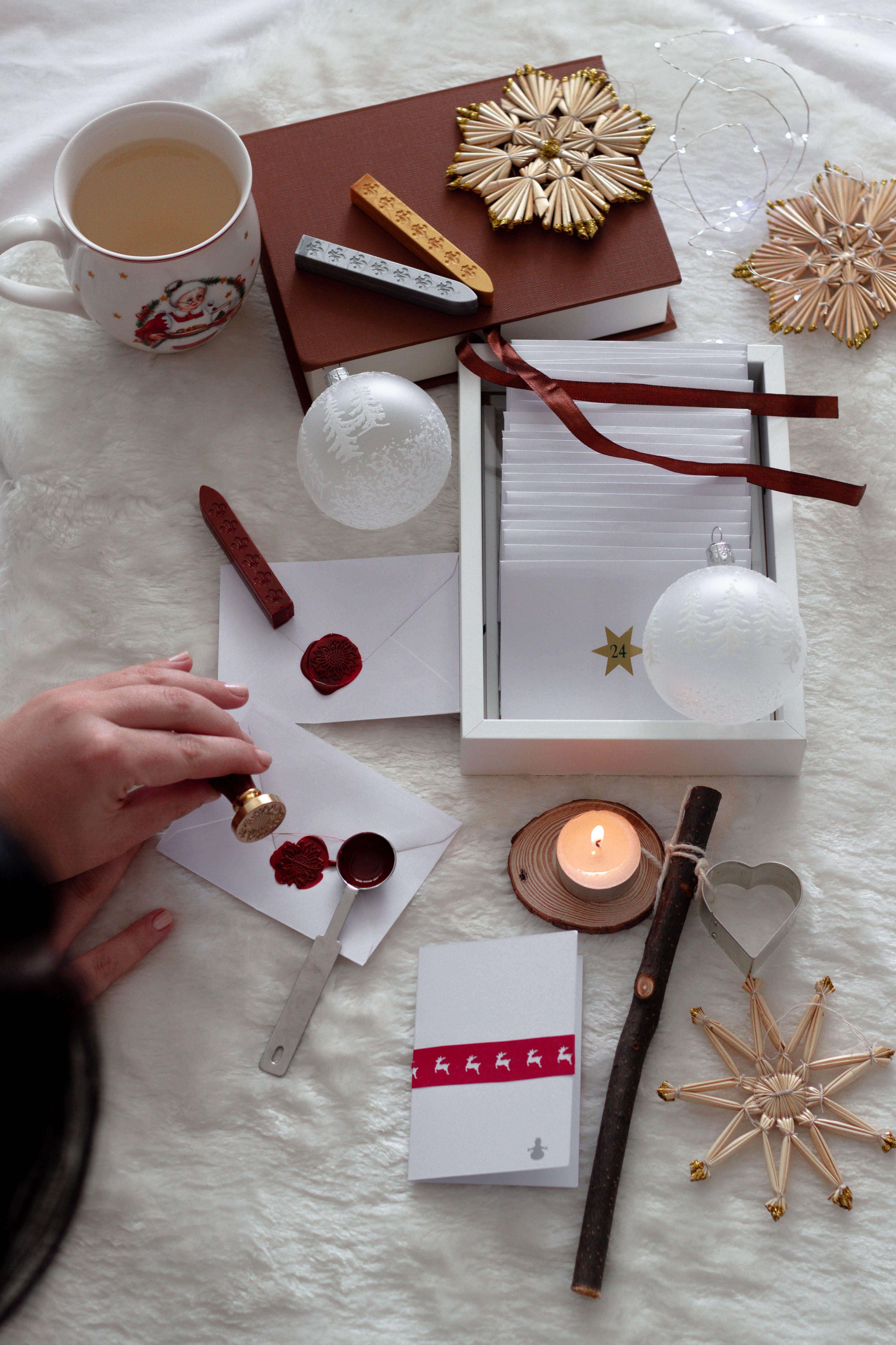Weihnachtliche Deko Ideen aus Papier-DIY Wachsstempel