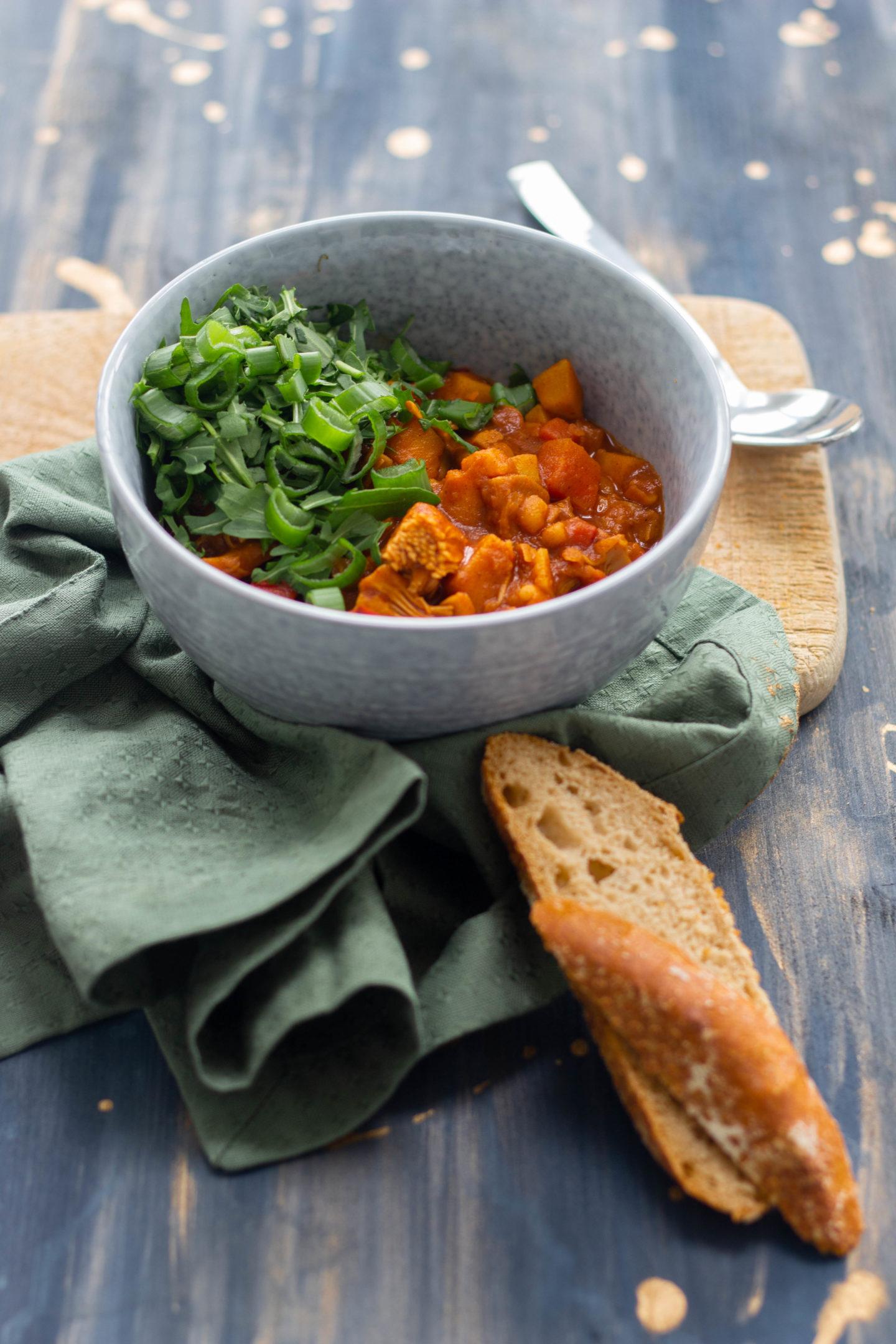 Veganer Gulascheintopf mit Jackfrucht und Rucola- Soulfood-Winter-Dein Homespa- Food & Wohlfühlblog aus dem Mostviertel