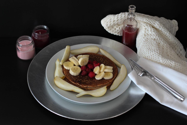 Vegane Pancakes mit Aroniabeerensaft