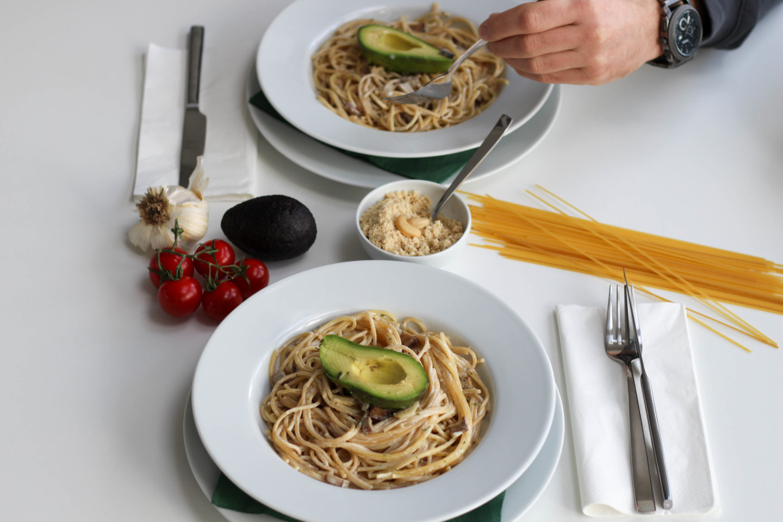 Vegane Spaghetti Carbonara mit Parmesan