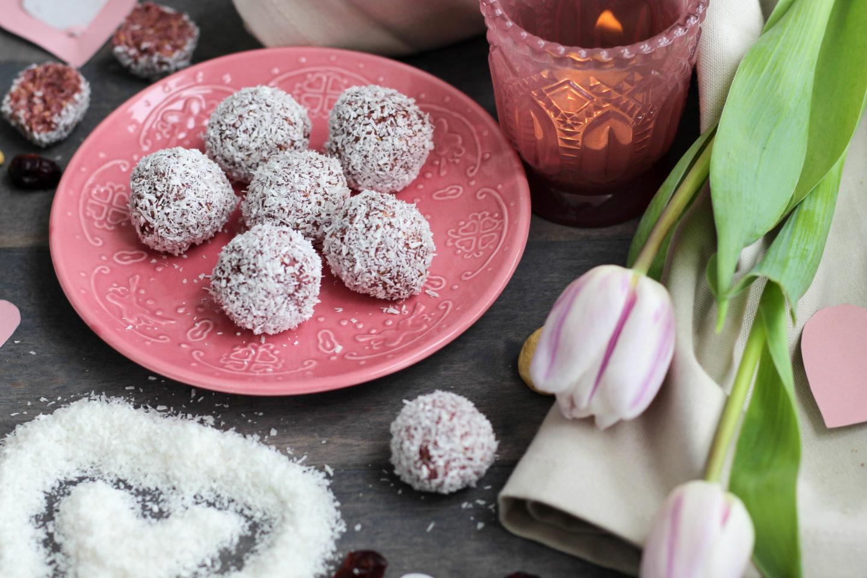 Vegan - Blog - DeinHomeSpa - Cranberry -Cashew - Kokoskugerl - Snack - Powerfood - Healthy