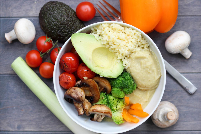 Vegane Pastinakenpüree Bowl mit Bulgur
