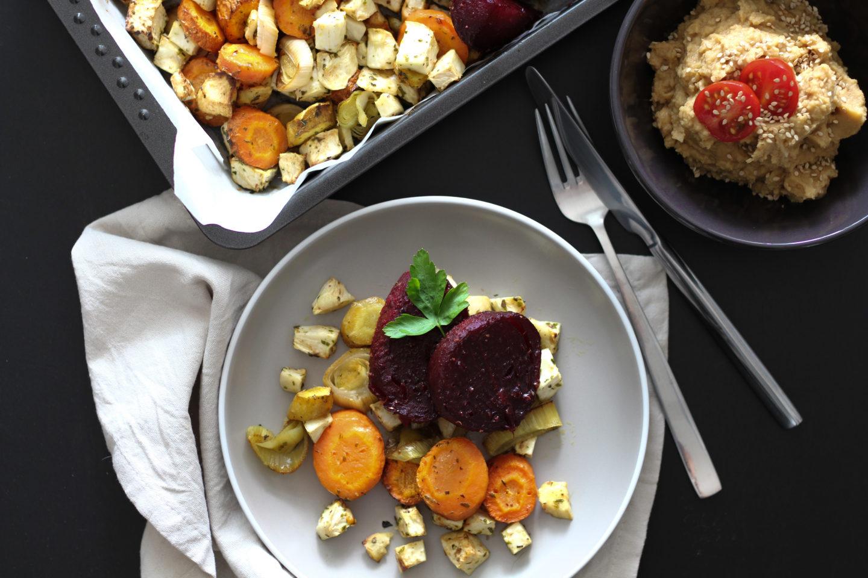 Veganes Ofengemüse mit Kichererbsenpüree