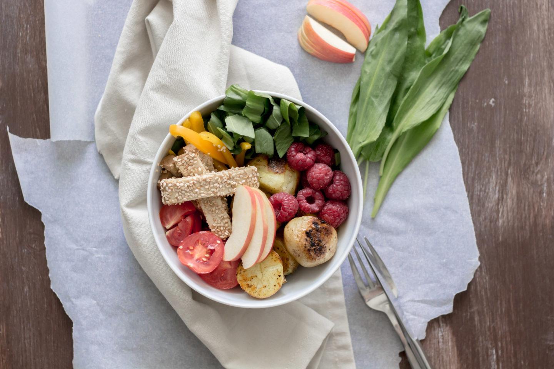 Vegane Bärlauch Bowl mit Bratkartoffeln