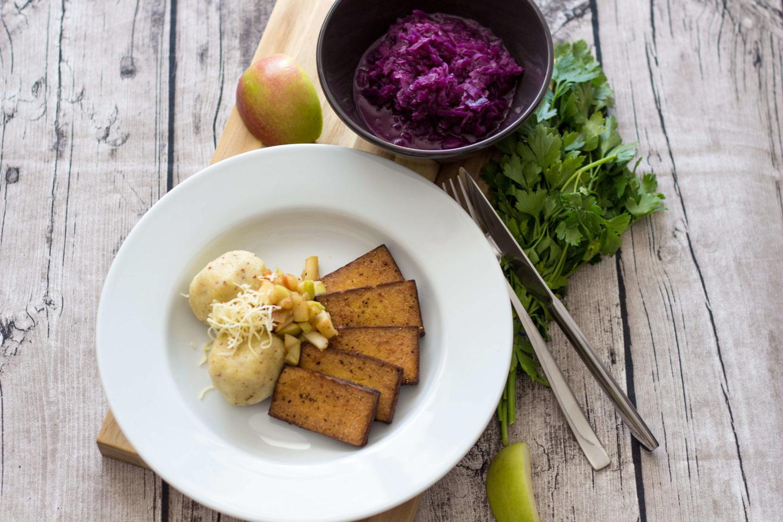 Vegane Erdäpfelknödel nach Waldviertler Art - Kartoffelknödel-Tofu-Rotkraut-Dein HomeSpa - Food & Lifestyleblog aus dem Mostviertel